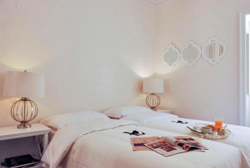 A bed or beds in a room at Chiado Trindade Apartments | Lisbon Best Apartments