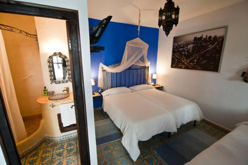 A bed or beds in a room at Riad Assilah Chaouen
