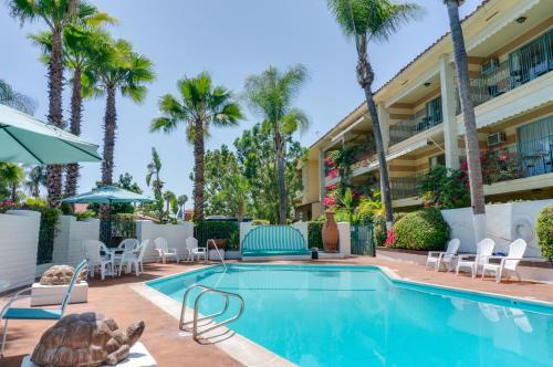Piscina en o cerca de Hotel Pepper Tree Boutique Kitchen Studios - Anaheim