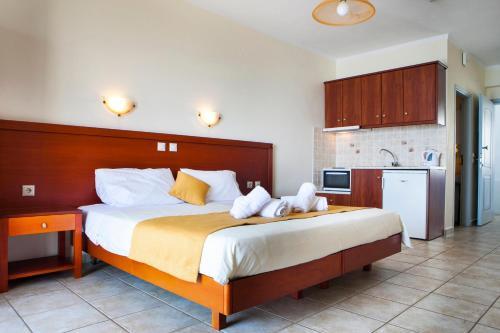 Кровать или кровати в номере Olive Bay Hotel