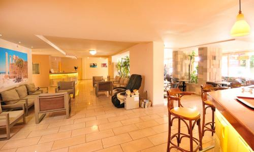 The lounge or bar area at Carina Hotel