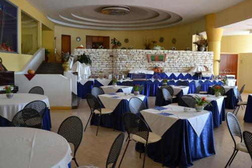 A restaurant or other place to eat at Hotel Baia dei Mulini
