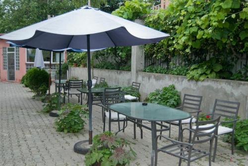 Un patio sau altă zonă în aer liber la Hotel Laguna