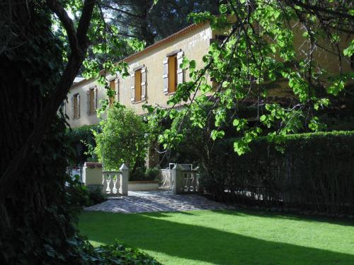 A garden outside Rural Arco Iris Cuenca