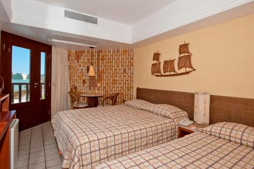 A bed or beds in a room at Rifoles Praia Hotel e Resort