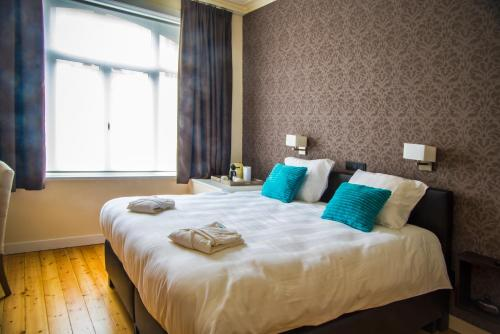A bed or beds in a room at B&B Chambres d'O