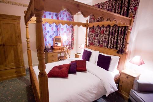 A bed or beds in a room at Langton House