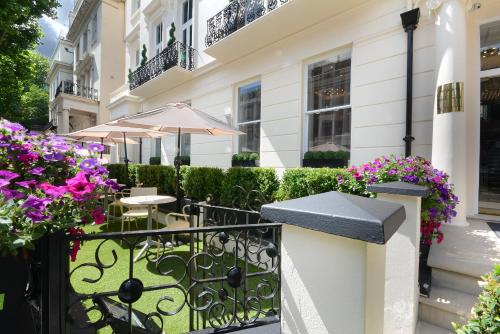 A balcony or terrace at Park Grand London Lancaster Gate