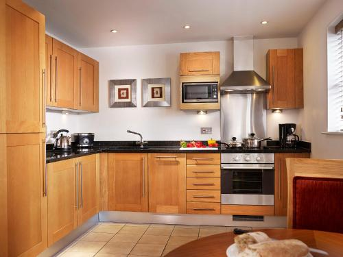 Cucina o angolo cottura di Marlin Apartments Commercial Road - Limehouse