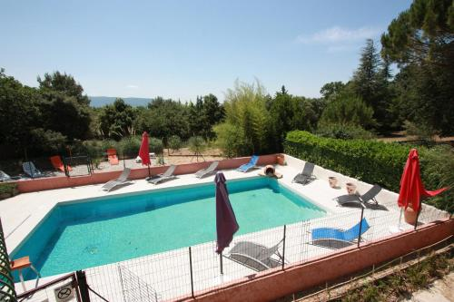 A view of the pool at Lou Cigalon or nearby