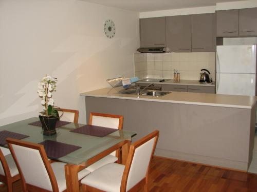 A kitchen or kitchenette at City Escape in Adelaides East End