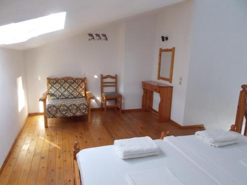 Ένα ή περισσότερα κρεβάτια σε δωμάτιο στο Pleiades Studios and Maisonettes