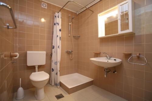 A bathroom at Apartments Neda I - Poreč South