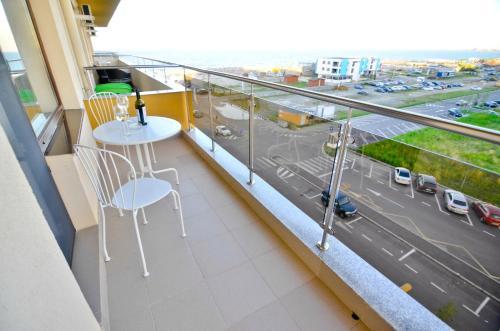 Un balcon sau o terasă la Summerland Happy Blue Apartments