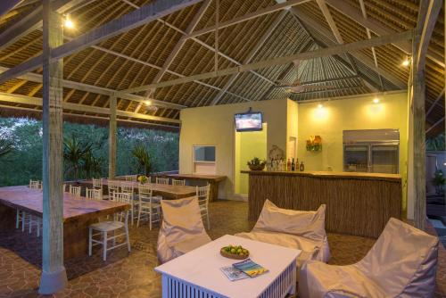A restaurant or other place to eat at Komodo Garden