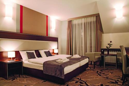 Łóżko lub łóżka w pokoju w obiekcie Hotel Era
