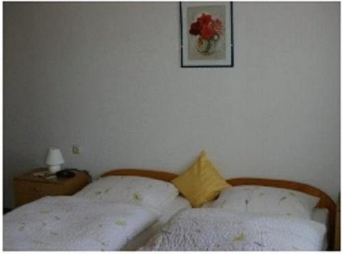 Ein Bett oder Betten in einem Zimmer der Unterkunft Gasthaus zur Krone