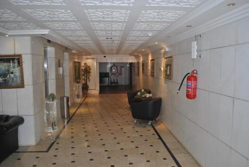 منطقة الاستقبال أو اللوبي في منازل الستين للشقق المفروشة