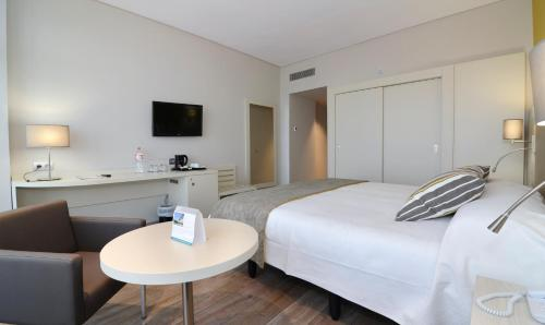 A bed or beds in a room at Medplaya Hotel Riviera - Adults Only