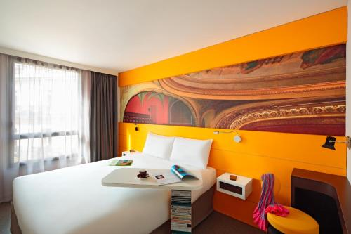A bed or beds in a room at ibis Styles Montpellier Centre Comedie