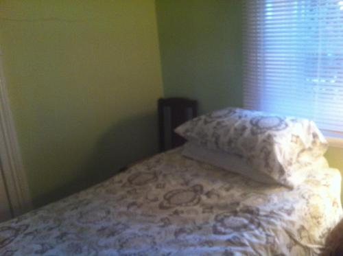 A bed or beds in a room at Catania Cottage & Farmhouse