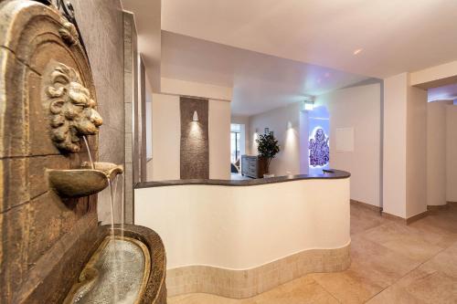 Lobby/Rezeption in der Unterkunft Hotel Doctor Weinstube