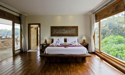 A bed or beds in a room at Sri Ratih Cottages