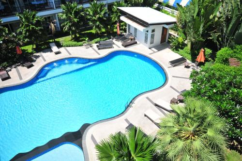 A view of the pool at BS Premier Airport Hotel or nearby