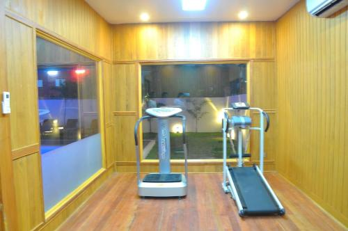 The fitness center and/or fitness facilities at Paragon Hotel