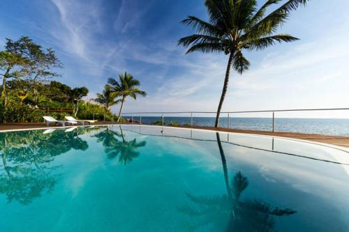 The swimming pool at or near Suites e Bungalow Sol-Lua