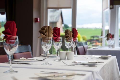 A restaurant or other place to eat at Somerton House Hotel
