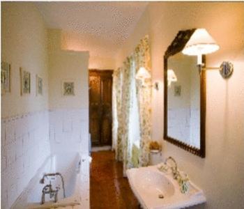 A bathroom at Château de Sarceaux