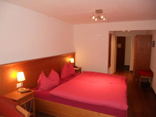 Ein Bett oder Betten in einem Zimmer der Unterkunft Cresta Hotel