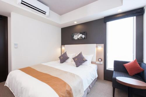 A bed or beds in a room at Tokyu Stay Shimbashi