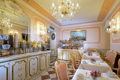 Um restaurante ou outro lugar para comer em Hotel Canaletto