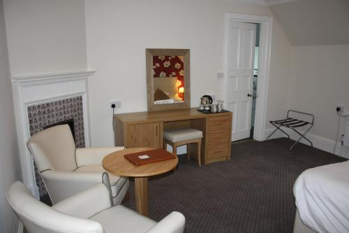 A seating area at East Cliff Cottage Hotel