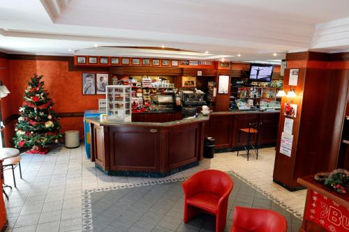 Salone o bar di Hotel Food & Drink