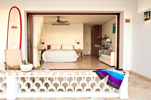 Cama o camas de una habitación en Cabo Surf Hotel