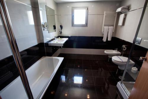 Un baño de Hotel Allon Mediterrania