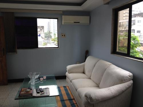 A seating area at Apartamento Duplex Boa Viagem