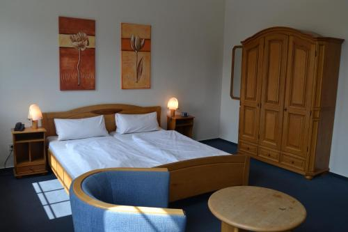 A bed or beds in a room at Hotel-Restaurant Beckmannshof