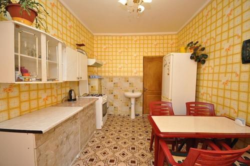 A kitchen or kitchenette at Morskaya Cherepashka Guest House