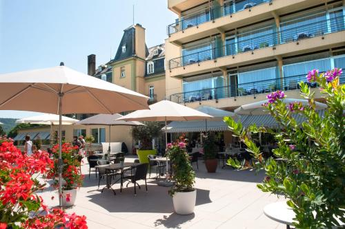 Ein Restaurant oder anderes Speiselokal in der Unterkunft Hotel Bel Air Sport & Wellness