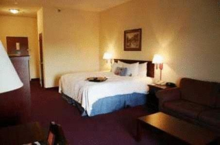 A bed or beds in a room at Hampton Inn Jefferson City at Capital Mall