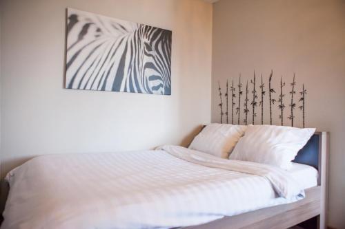 Кровать или кровати в номере Flation Апартаменты Динамо