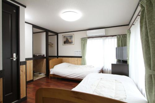 A bed or beds in a room at Hotel Morgenrot