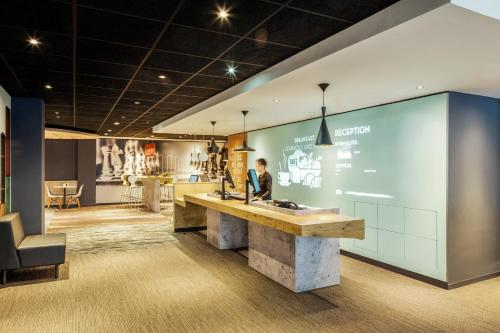 The lobby or reception area at ibis Edinburgh Centre Royal Mile – Hunter Square