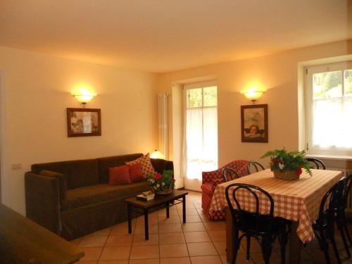 A seating area at Residence Villa Avisio