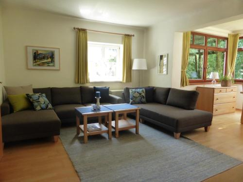 A seating area at Villa Schnuck - das rote Ferienhaus