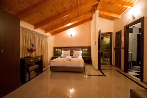 Ένα ή περισσότερα κρεβάτια σε δωμάτιο στο Πανσιόν Νίκος Βέργος